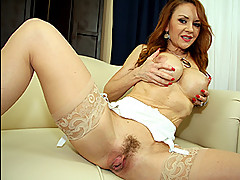 Milf Spreads Her Mature Pussy []