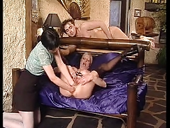Mature woman loves fisting [3:2 min.]