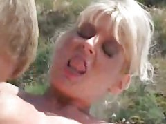 Stud drills busty mom near swimming pool [17:22]