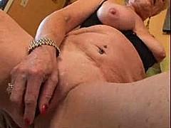 Granny with big clit [5:19 min.]